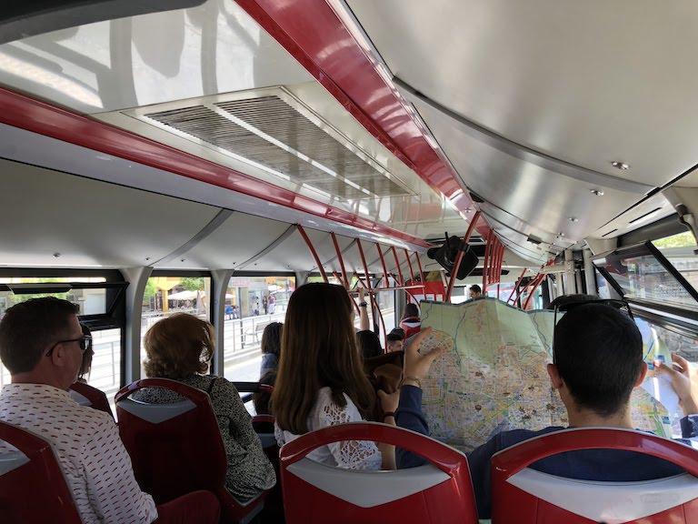 グラナダ市内行きバス