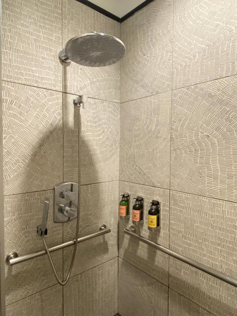 IAHセンチュリオンラウンジ シャワー