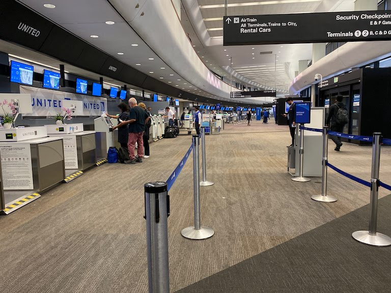 サンフランシスコ国際空港チェックインカウンター