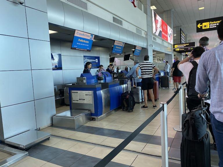 トクメン国際空港コパ航空カウンター