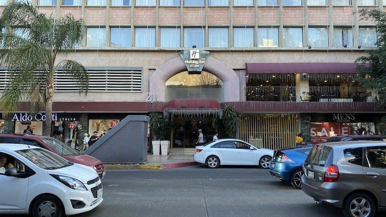 Holiday-Inn-Guadalajara 入り口