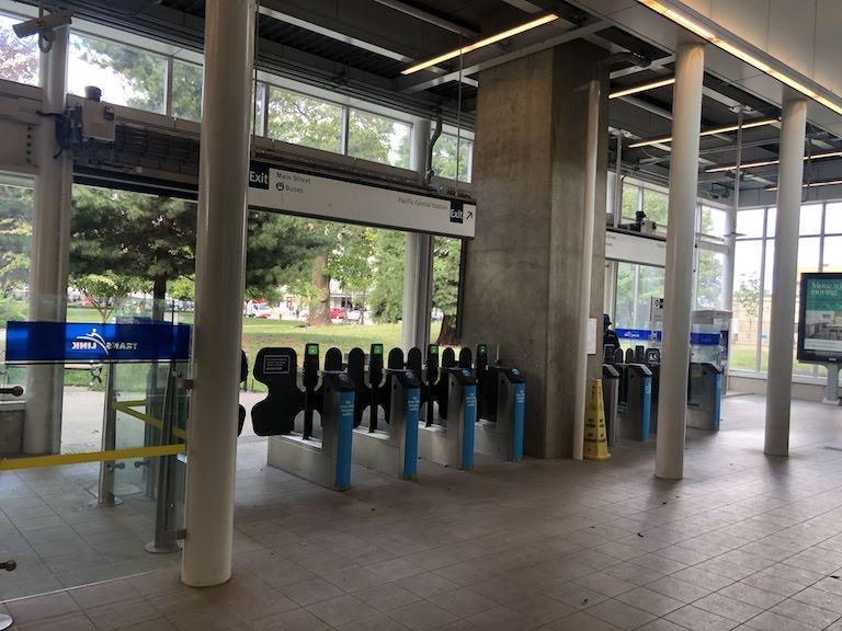 バンクーバー スカイトレイン駅