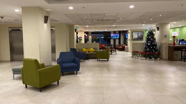 Holiday Inn Express Guadalajara Aeropuerto ロビー