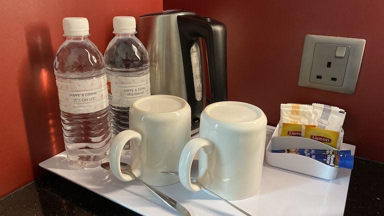 ibis KL 水とコーヒー