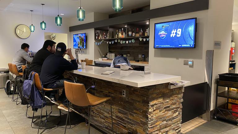 Alaska Lounge バーカウンター