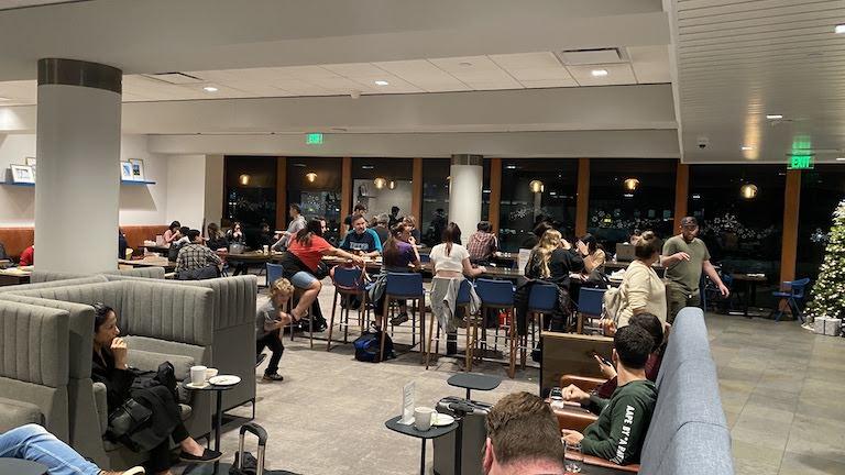 Alaska Lounge ラウンジ内