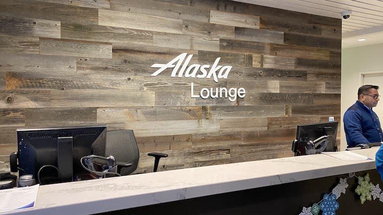 Alaska Lounge 受付