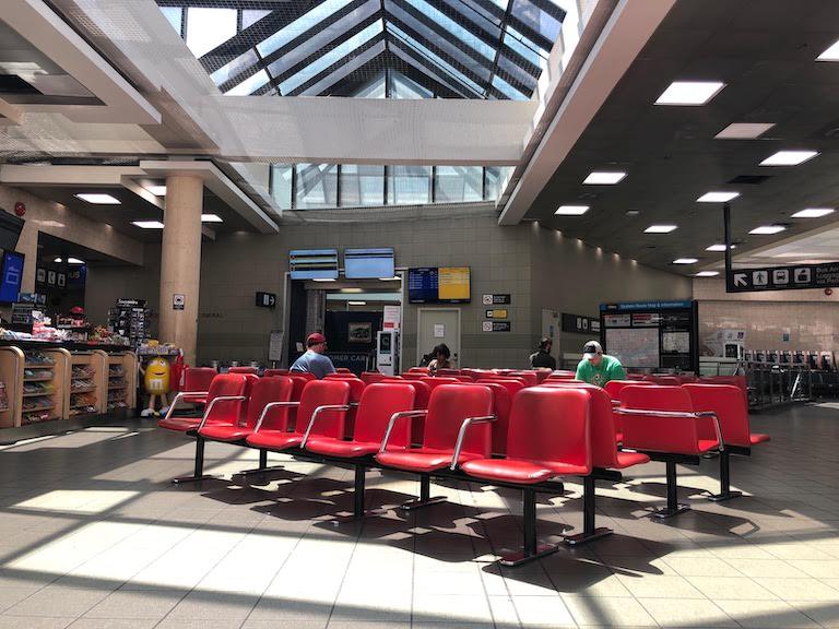 トロントバスターミナル待合室