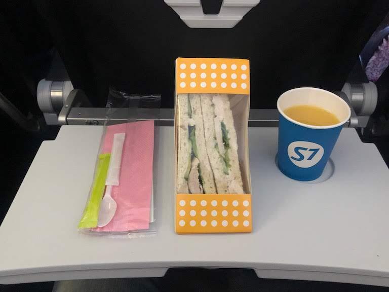 S7航空機内サービス