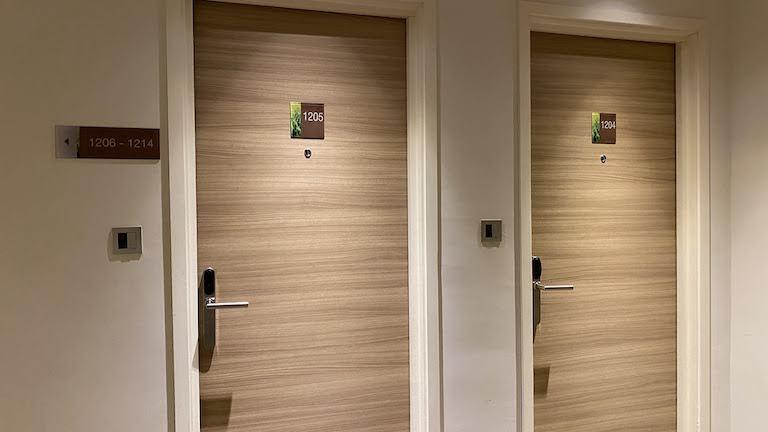 ヒルトンガーデンインKLサウス 客室ドア