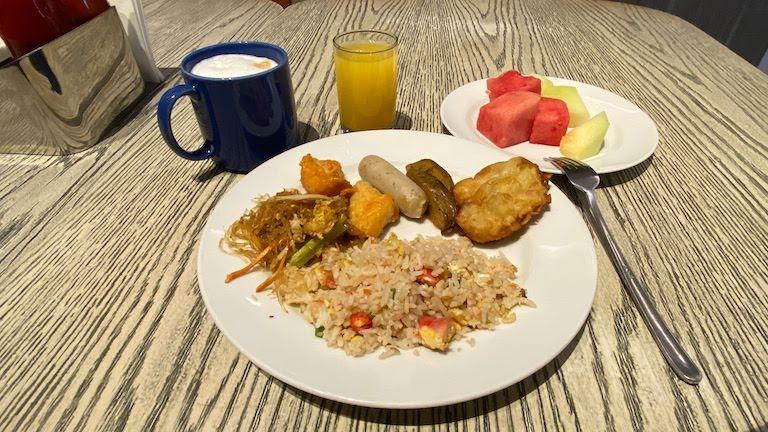 ホリデイインエクスプレスジャカルタワヒドハシム 朝食