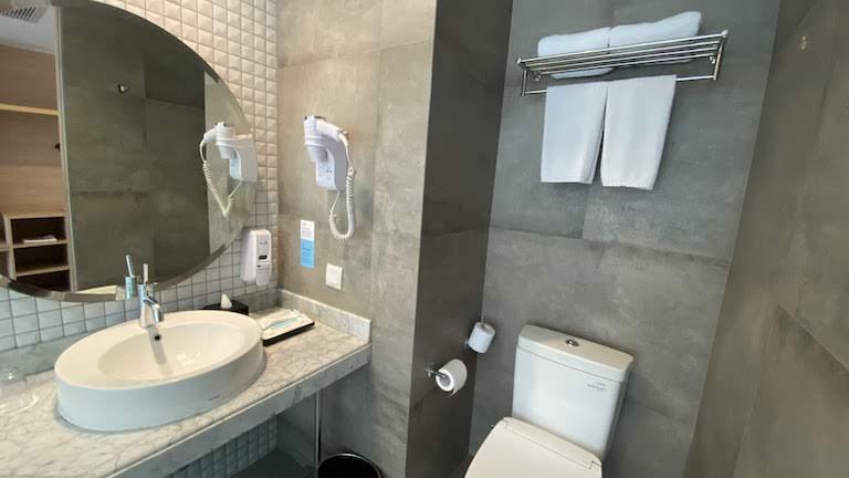 ホリデイインエクスプレスジャカルタワヒドハシム バスルーム