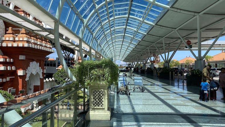 デンパサール(ングラライ)国際空港(DPS)