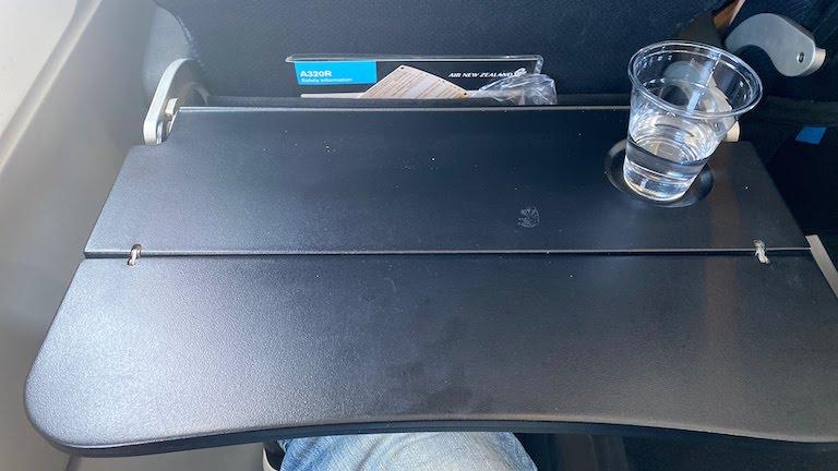 ニュージーランド航空 座席テーブル