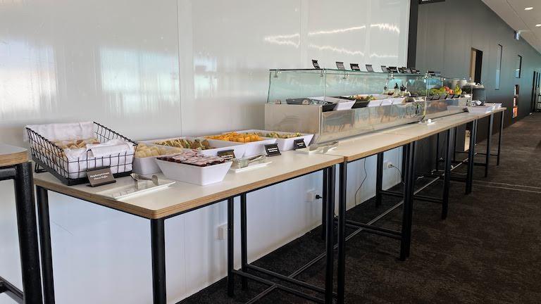 オークランド国際空港 ニュージーランド航空国内線ラウンジ ビュッフェ