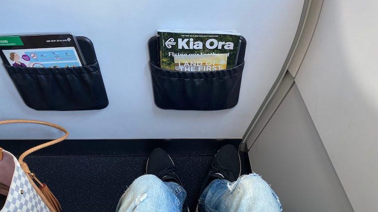 ニュージーランド航空 座席足元