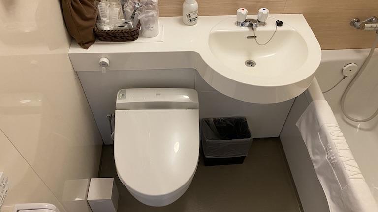 ホテルアザット那覇 シンク&トイレ