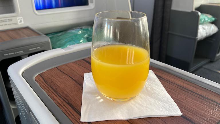 ラタム航空ビジネスクラス ウェルカムドリンク