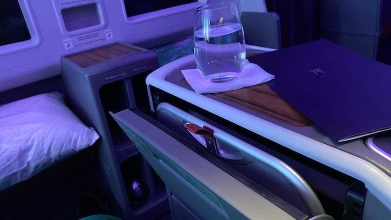 ラタム航空ビジネスクラス テーブル
