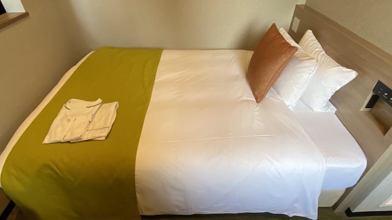 ネストホテル博多駅前 ベッド